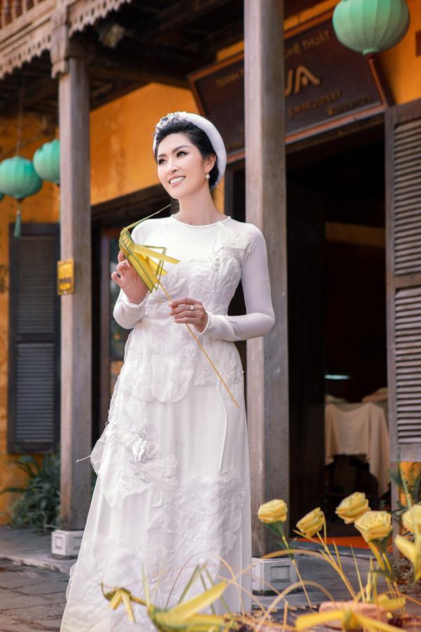 Nguyễn Hồng Nhung khoe nhan sắc gái hai con với áo dài - 5
