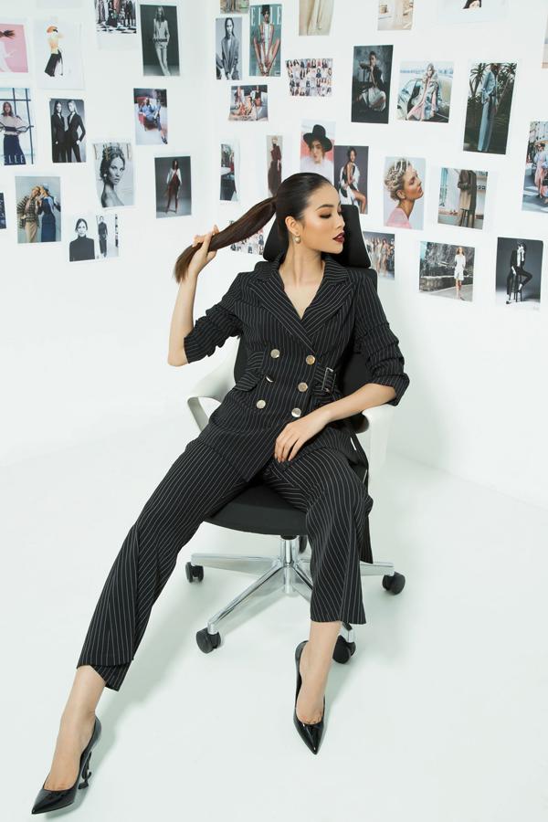 Phạm Hương úp mở về hình ảnh mới của cô sẽ liên quan đến dự án thời trang sẽ được chính thức công bố vào tháng 5 tới đây.