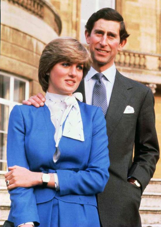 Thái tử Charles từng bị từ hôn trước khi gặp Diana