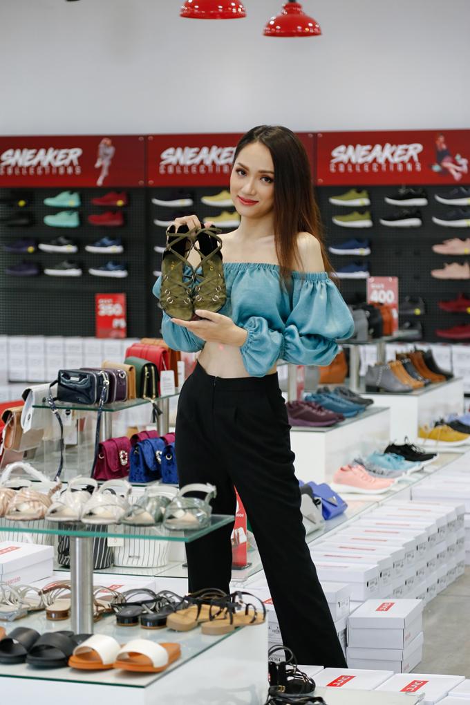 Hoa hậu Hương Giang yêu thích những mẫu giày Juno bởi tính thời trang cao và dễ phối đồ.