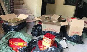 Taxi chở 200 kg pháo bị chặn trên đường về Hà Nội