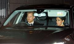 Lý do William và Harry tự lái xe đi dự tiệc