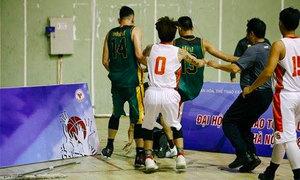 Hai VĐV bóng rổ VBA hành hung trọng tài trên sân