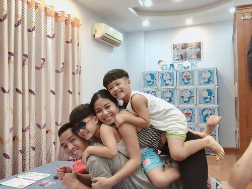 Mạnh Hùng có mối quan hệ thân thiết với hai con riêng của vợ sắp cưới.