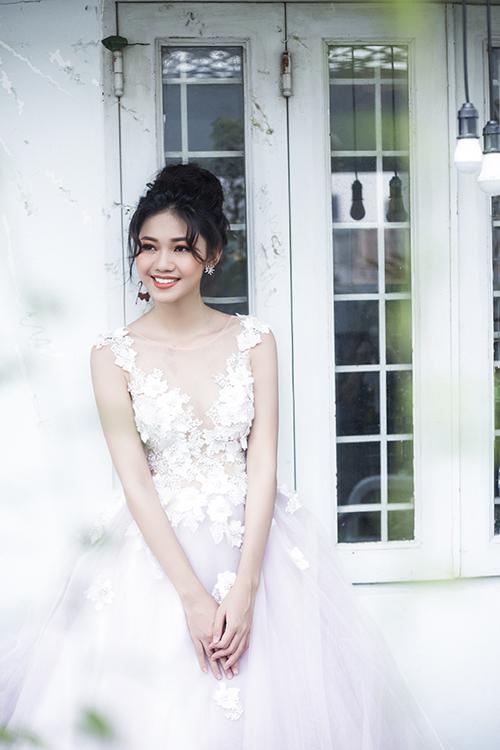 Á hậu Ngô Thanh Thanh Tú trong một lần làm mẫu áo cưới.