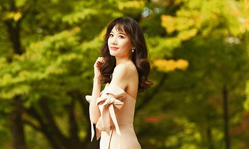 Hari Won diện đồ màu nude chụp ảnh tại Hàn Quốc