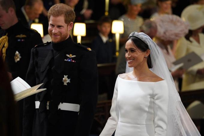 Nữ hoàng bực Meghan về vương miện đội đám cưới - Ngôi sao