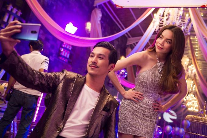 Trong hậu trường, Hồ Ngọc Hà và Thiên Minh thường xuyên selfie, trò chuyện vui vinoj vì cùng hoạt động trong lĩnh vực giải trí.