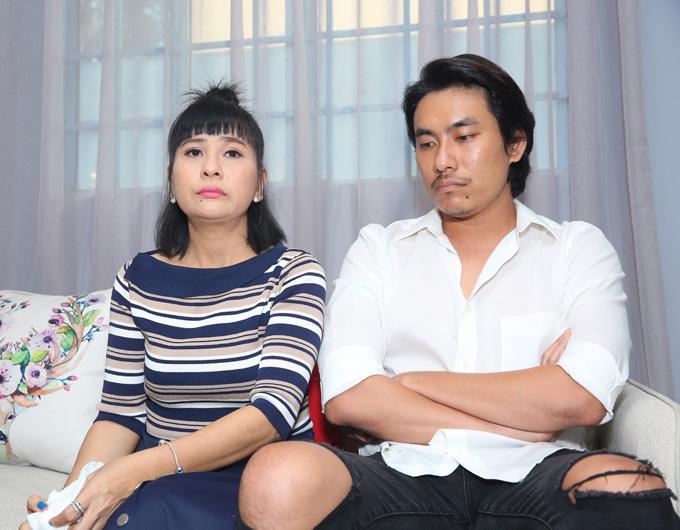 Cát Phượng và Kiều Minh Tuấn trong buổi gặp gỡ báo chí để xin lỗi về scandal hôm 14/10.