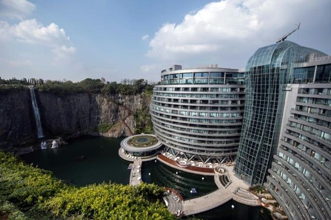 Khách sạn hạng sang thấp hơn mặt đất ở Thượng Hải - 2