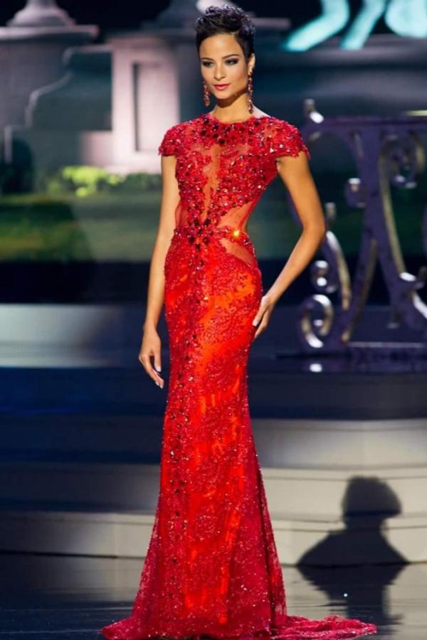 Miss Universe 2014 chứng kiến sự tỏa sáng của một người đẹp khác mang thương hiệu tóc tém. Đó là hoa hậu Jamaica - Kaci Fennell và dừng chân ở vị trí Á hậu 4 chung cuộc. Nhiều khán giả bày tỏ sự tiếc nuối và cho rằng chính mái tóc ngắn quá khác biệt đã không mang đến cho cô danh hiệu cao nhất.