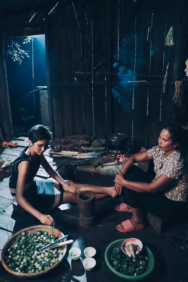 HHen Niê được mẹ khuyên tiết kiệm tính đường lui cho tương lai
