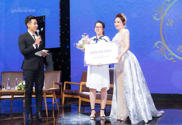 Viện thẩm mỹ Lavender còn trao tặng nhiều suất trải nghiệm miễn phí và voucher giảm giá 50% liệu trình Thermage FLX cho khách mời tham dự, mở ra cơ hội trẻ lại lần nữa cho phụ nữ Việt.