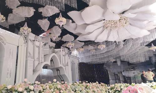 Đám cưới 'khủng' ở Cao Bằng mô phỏng cung điện châu Âu