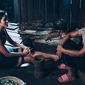 H'Hen Niê được mẹ khuyên tiết kiệm để lo cho tương lai