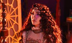 Style 'bà đồng' của Bích Phương trong MV mới