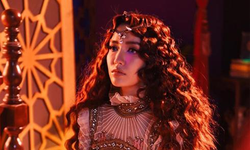 """Style """"bà đồng"""" của Bích Phương trong MV mới"""