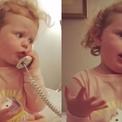 Bé 3 tuổi gây cười khi 'buôn chuyện' với người bạn tưởng tượng