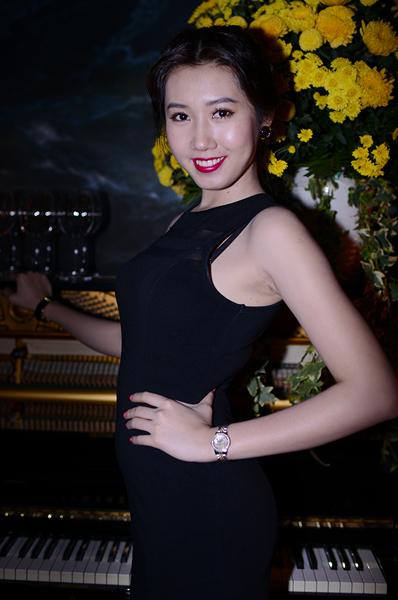 Thúy Ngân tham dự một buổi tiệc năm 2012. Cô từng bị chê bai là ăn mặc quê mùa, kém sang.