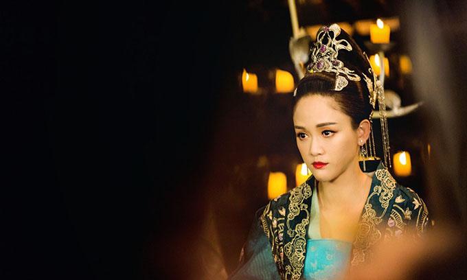 Độc Cô Gia La là một nhân vật truyền kỳ trong sử sách Trung Quốc. Ngày thành thân, nàng ép nhà vua thề độc suốt đời suốt kiếp không được nạp thiếp. Hóa thân thành hoàng hậu Độc Cô, Trần Kiều Ân khéo khoe nhan sắc trẻ trung, xinh đẹp. Bộ phim ghi dấu sự trở lại của kiều nữ xứ Đài trong dòng phim cổ trang Trung Quốc, kể từ vai diễn Đông Phương Bất Bại trong Tiếu ngạo giang hồ năm 2013.