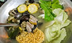 Thưởng thức thắng cố thịt ngựa, gà đen trứ danh tại Sài Gòn