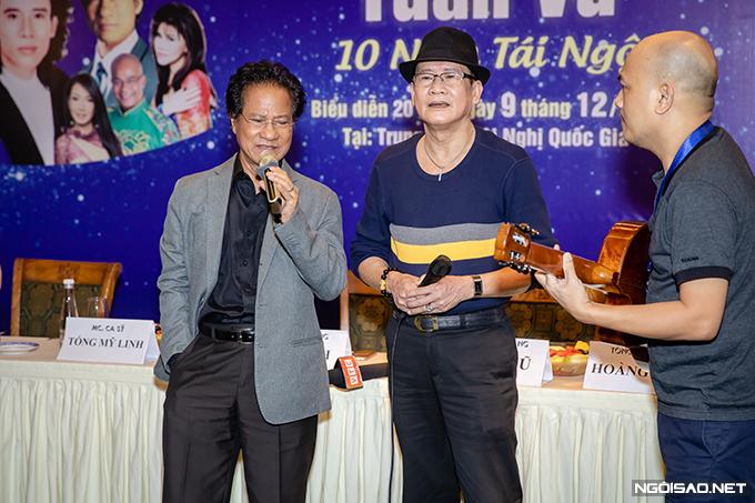 Phút ngẫu hứng của Chế Linh và Tuấn Vũ tại sự kiện.