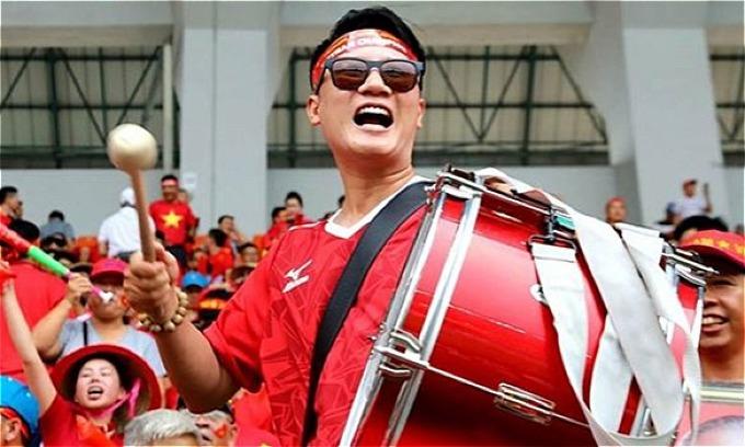 Hoàng Bách khuyên người hâm mộ cần tỉnh táo, đừng chỉ trích HLV Park Hang-seo và Văn Quyết sau trận hòa Myanmar.