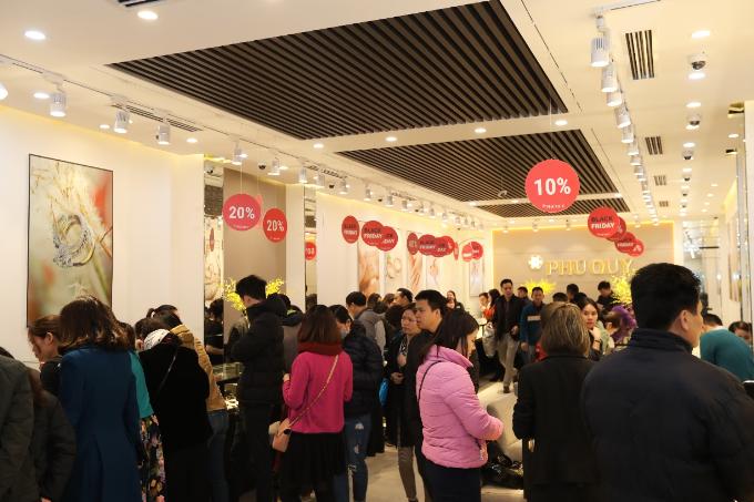 Black Friday do Tập đoàn vàng bạc đá quý Phú Quý tổ chức năm 2017 thu hútnhiều khách đến thăm quan và mua sắm.