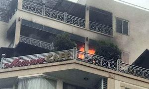 Khách sạn 9 tầng ở phố cổ Hà Nội bốc cháy, khách tháo chạy