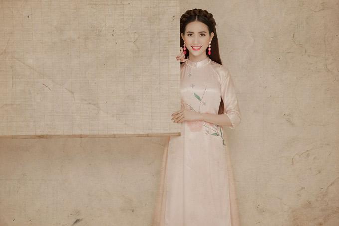 Năm 2017 Phan Thị Mơ hoạt động tích cực ở lĩnh vực phim truyền hình. Cô đoạt giải thưởng Ngôi Sao Xanh cho hạng mục Diễn viên chính được yêu thích nhất.