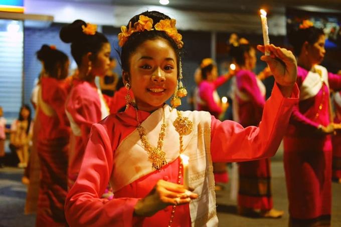 Chàng trai Việt hướng dẫn tham tham gia lễ hội đèn trời đẹp nhất thế giới ở Chiangmai - 2