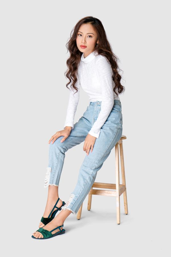 Giày xăng đan đế bệt: Sản phẩm ghi điểm nhờ thiết kế trẻ trung và cá tính.