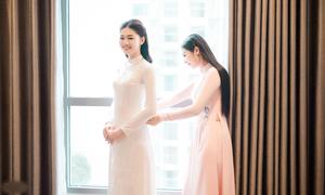Áo dài của Thanh Tú được Ngọc Hân thực hiện trong hơn 1 tháng