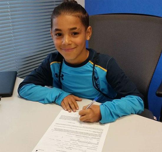 Ramell Carter vừa đặt bút ký hợp đồng với Tottenham.