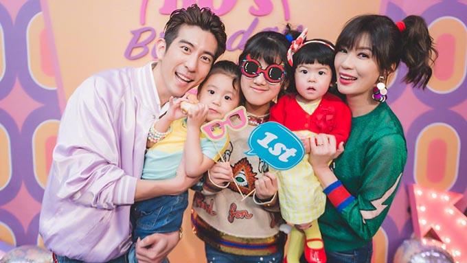 Tu Kiệt Khải - Giả Tịnh Văn và ba cô con gái. Ảnh: Sina.