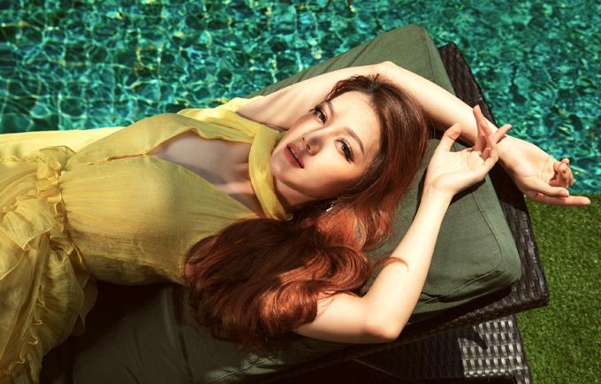 Thái Nhiên Phương gợi cảm, nữ tính với váy bèo nhún, kiểu dáng đơn giản.