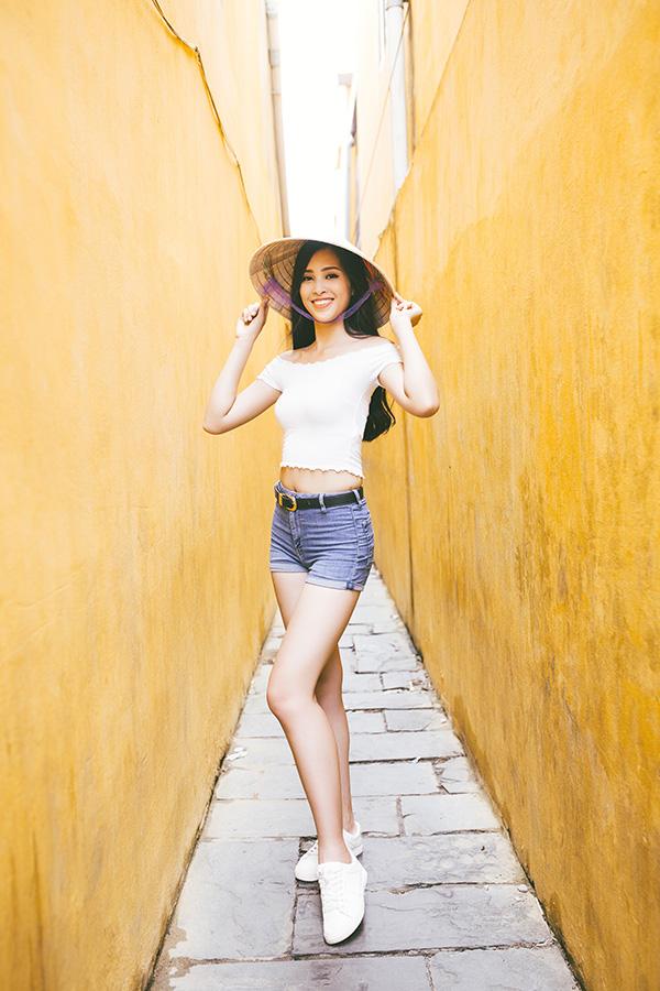 Êkíp của Hoa hậu Trần Tiểu Vy vừa chia sẻ video và hình ảnh tự giới thiệu của cô tới Miss World 2018.