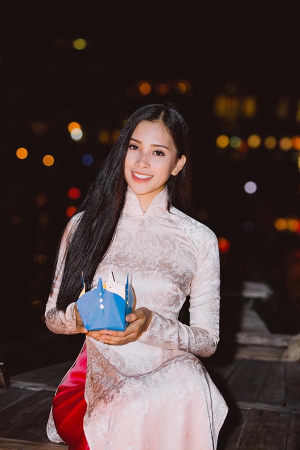 Tại Miss World 2018, Tiểu Vy thể hiện tương đốitốt, vượt quá mong đợi của người hâm mộ. Hôm qua, 23/11, cô trải qua phần thi thuyết trình bằng tiếng Anh khá ấn tượng.