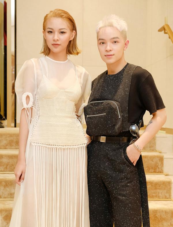 Stylist Kelbin Lei cũng là khách mời tại event này. Phí Phương Anh tiết lộ, cô tự trang điểm, làm tóc.