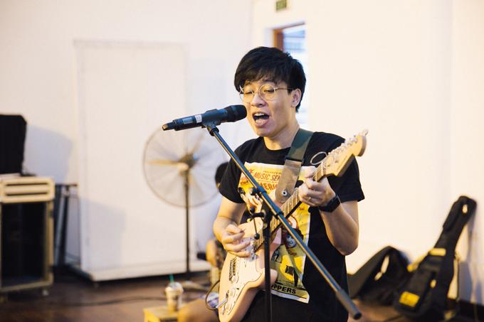 Nhạc sĩ Đức Trí chỉ huy dàn nhạc cho show của band Ngọt - 8