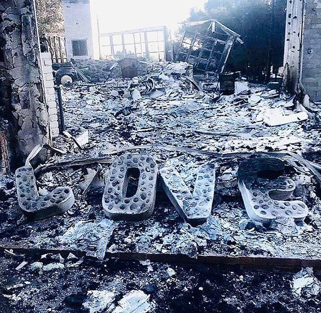 Khi Liam Hemsworth trở về thăm nhà sau vài ngày sơ tán, thứ duy nhất còn nguyên vẹn là chữ LOVE trang trí cửa ở nhà. Anh viết: Đây là những ngày thật đau buồn. Thứ còn sót lại trong ngôi nhà của tôi là đây, Love. Nhiều người ở Malibu cùng các vùng lân cận tại California cũng đã mất nhà cửa và trái tim tôi chung nhịp đập với tất cả những ai bị ảnh hưởng bởi vụ cháy rừng này.