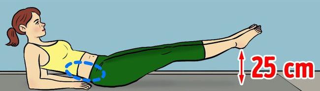 Nằm ngửa trên thảm, đầu và ngực nâng cao, hai khuỷu tay chống xuống đất làm điểm tựa, nâng chân lên cao khỏi mặt thảm 25 cm. Giữ trong 10 giây rồi trở về tư thế ban đầu. Lặp lại động tác 20 lần.
