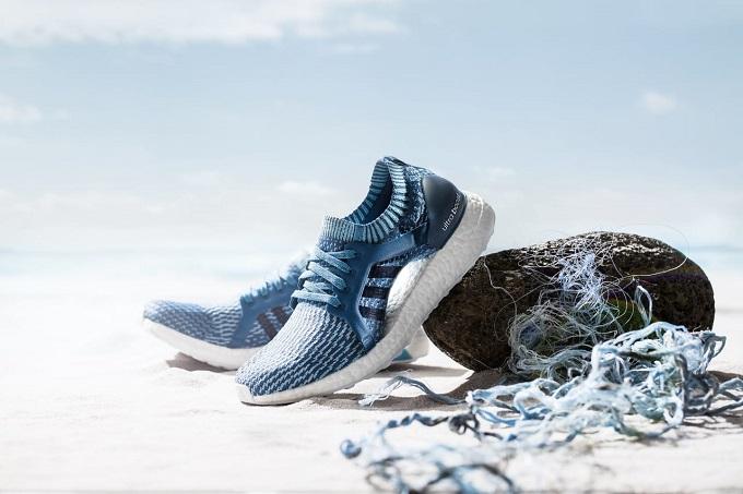 Giày thể thao Adidas: Sát cánh cùng những người thành công trong mọi lĩnh vực thể thao và những khía cạnh cuộc sống như thời trang, âm nhạc, nghệ thuật; Adidas là nhãn hiệu cung cấp các mặt hàng thể thao thời trang và chuyên dụng hàng đầu thế giới. Khởi đầu bằng những đôi giày điền kinh có đinh ở đế, cái tên Adidas sống qua gần 1 thế kỷ, và đã vượt xa hơn nguyện vọng ban đầu của nhà sáng lập Adolt Adi Dassler. Đó là một hành trình kỳ diệu từ triết lý kinh doanh và những ý tưởng mang tính cống hiến và đầy tâm huyết. Adidas vạch ra con đường cho thế hệ những người thành công và không có vận động viên nào bị bỏ lại phía sau.
