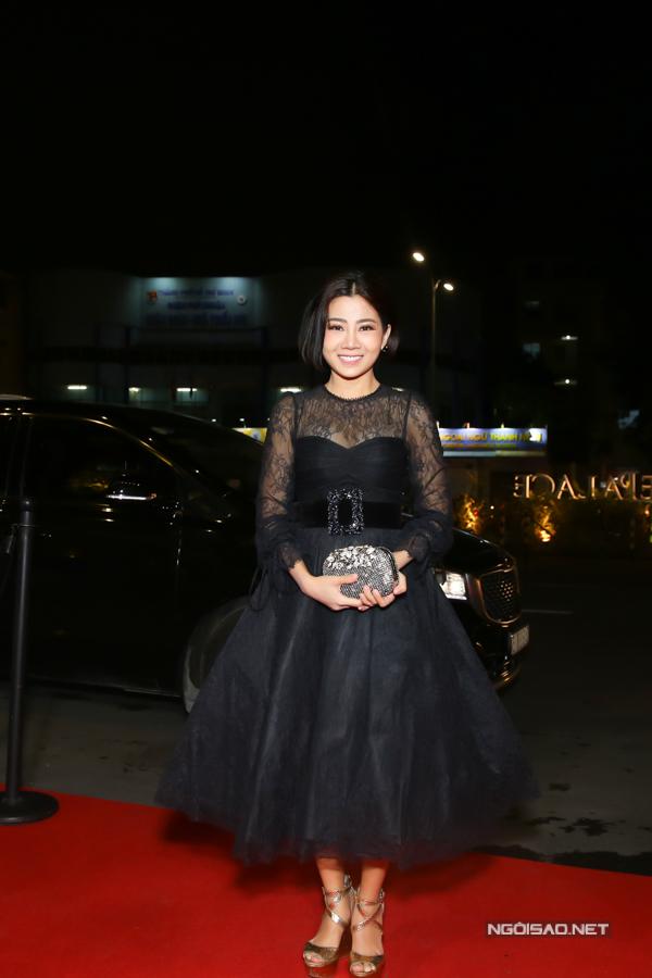 Tối 26/11, Mai Phương xuất hiện với hình ảnh sang trọng đếntham dự show diễn của Chung Thanh Phong bất ngờ khiến nhiều khách mời bất ngờ.