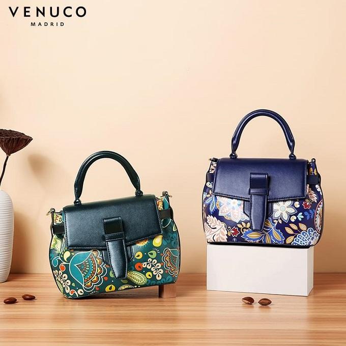 Túi xách thương hiệu Venuco giảm đến 50%. Với hoa văn độc đáo, thiết kế bắt mắt, Venuco mang lại vẻ sang trọng, quý phái cho chị em khi mang nó trên người. Chính vì thế túi xách Venuco dự định sẽ làm mưa làm gió trong thị trường túi xách Việt Nam năm 2018 và những năm sắp tới