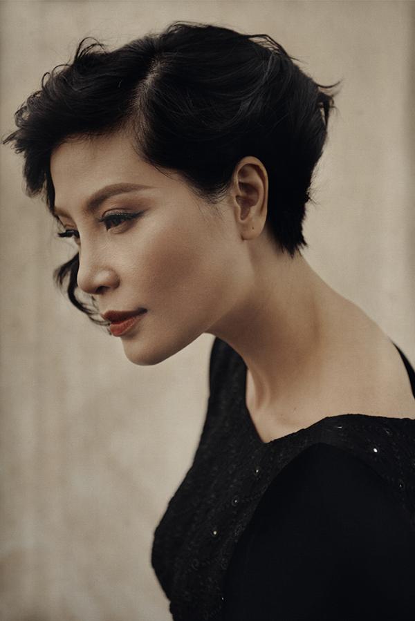 Ngoài việc làm mẫu ảnh, săp tới đây siêu mẫu Vũ Cẩm Nhung cũng sẽ tái xuất trong show diễn Lam Paradiso diễn ra vào ngày 1/12 tại TP HCM.