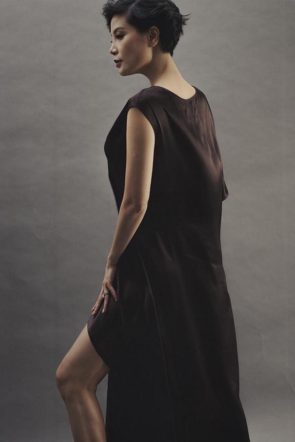 Thay vì các kiểu váy ôm sát đường cong, Li Lam muốn các sản phẩm của mình phải thực sự tạo nên sự thoải mái. Mỗi mẫu váy giúp người cảm nhận được rõ nét ý nghĩa của hai từ tự do.