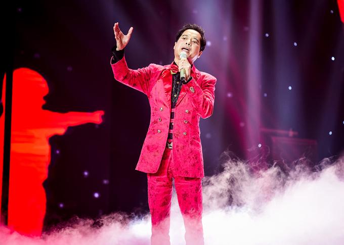 Ngọc Sơn tại một đêm nhạc ở Hạ Long hồi tháng 11/2017.