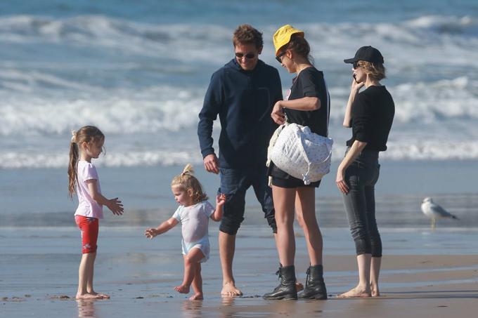 Con gái của Bradley và Irina rất hiếu động và khỏe khoắn.