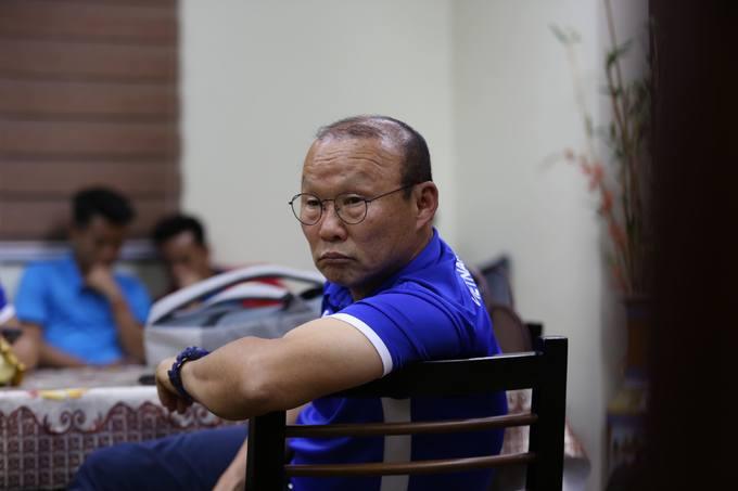Tuyển thủ Việt Nam bị 'giam' hơn ba tiếng ở sân bay